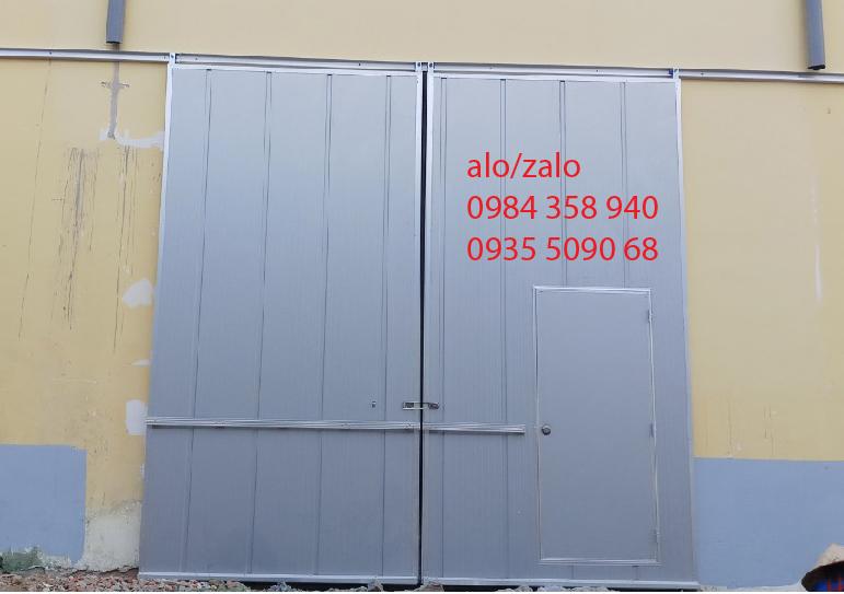 CUA TRUOT PANEL HANGER DOOR PANEL